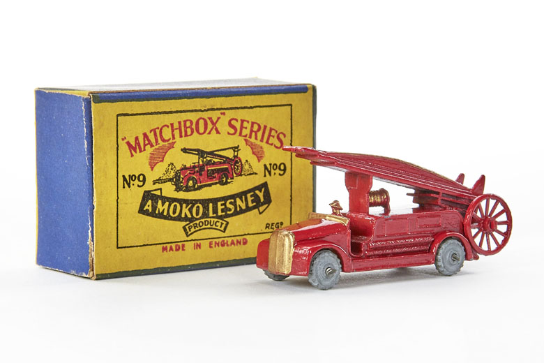 Matchbox 9 Dennis Fire Engine
