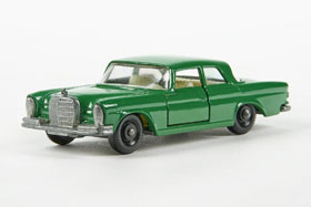 Matchbox 46 Mercedes 300 SE Coupe